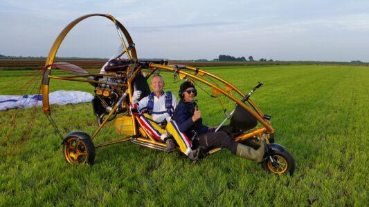 ElseFly en bijzondere sprongen uit een paramotor!