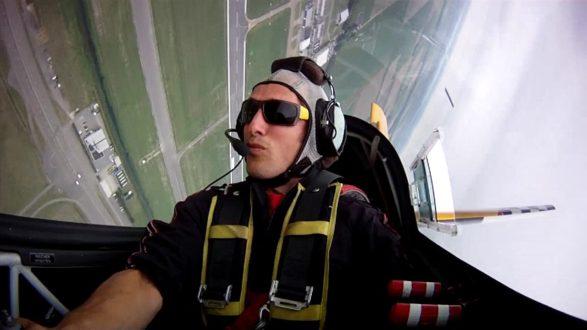 Internationale aerobatic vlieger te gast bij luchtsportheld Ringo