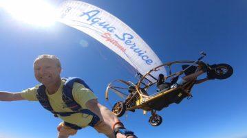 Wim de Gier skydived vanuit een paramotor!